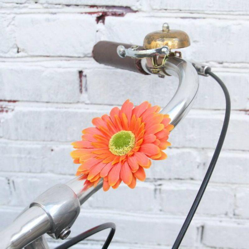 Украшение на руль велосипеда Цветок ОранжевыйПодарки<br>Оранжевое небо, оранжевый цветок на ваш руль!<br>Размер: 10 см; Объем: None; Материал: Текстиль; Цвет: Оранжевый;