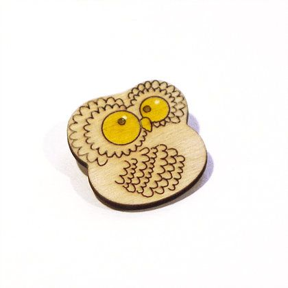 Значок СоваМода и стиль<br>Значок Сова<br> <br>Деревянный значок с милым совенком, ручная роспись и удивительно милый дизайн.<br>Размер: None; Объем: None; Материал: Дерево; Цвет: Комбинированный;