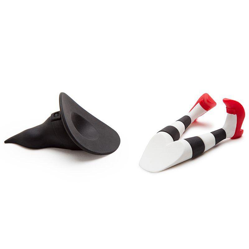 Штабелер для бутылок Tipsy черныйПодарки<br>Ведьмочка расположит каждую бутылочку в магической последовательности, размер её мал, но очень заметен, ножки обуты в красные чулки и на голове волшебный цилиндр.<br>Размер: 14,1 х 3 х 4,6 см; Объем: None; Материал: Пластик ABS; Цвет: Белый / Черный;