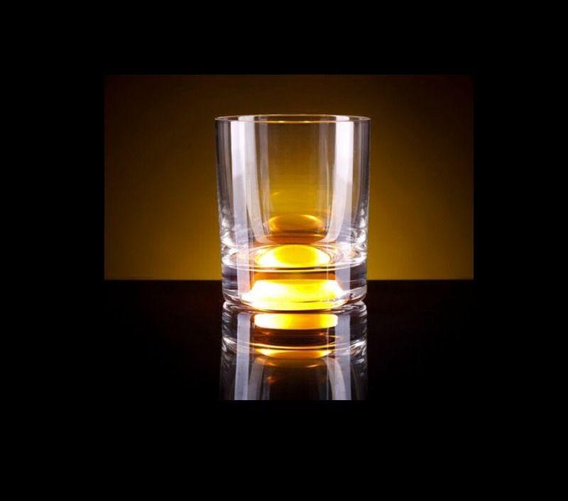 Светящийся бокал Glasshine shortdrink (Желтый)Подарки<br>Все вечеринки будут на высоте с таким дополнением, удивительно простое решение от изобретателя и прекрасное настроение вам обеспеченно.<br>Размер: None; Объем: 250 мл; Материал: Стекло; Цвет: Желтый;