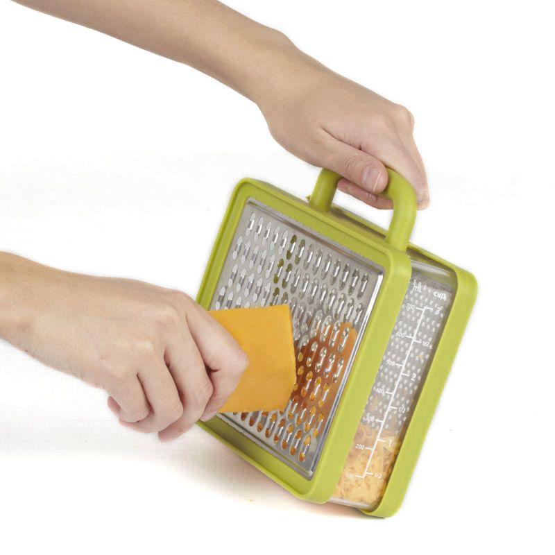 Терка с контейнером Briefcase авокадоКухня<br>Прекрасное сочетание цвета и вкуса, трите в свое удовольствие!<br>Размер: 17.2 х 17.8 х 5.7 см; Объем: None; Материал: Сталь, силикон; Цвет: Авокадо;