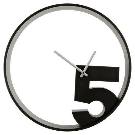 Часы настенные Take 5 черныеПодарки<br>Настенные часы 5 часов (Take 5 wall clock)<br>Размер: 52 х 6.5 см; Объем: None; Материал: Металл, дерево, пластик.; Цвет: Черный;