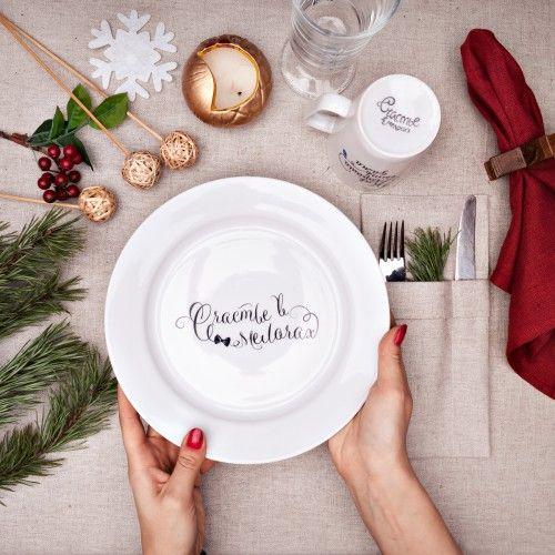 Сюжетная тарелка Счастье в мелочах (бант)Подарки<br>Сюжетная тарелка Счастье в мелочах (бант)<br>Размер: None; Объем: None; Материал: Фарфор; Цвет: Белый;