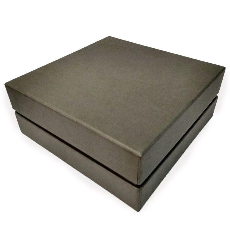 Коробка подарочная для двух бокалов Longdrink (серый)Подарки<br>Коробка подарочная для пары.<br>Размер см: 19 х 19 х 7,5 см; Объем: None; Материал: Картон, бумага, текстиль.; Цвет: Серый;