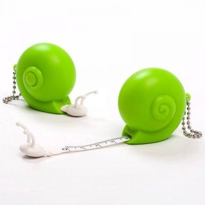 Рулетка Snail зеленаяОригинальные подарки для дома<br>Рулетка Snail (зеленая)<br>Размер: 4.5 x 4.5 x 3.5 см.; Объем: None; Материал: Пластик; Цвет: Зеленый;