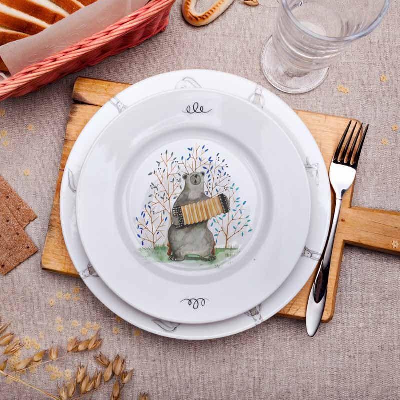Тарелка Играй гармонь, 24 смМузыка<br>Тарелка с настоящим медведем.<br>Размер: 24 см; Объем: None; Материал: Фарфор; Цвет: Белый;