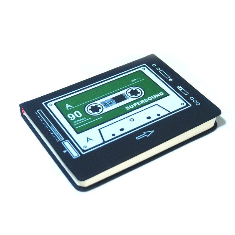 Блокнот Кассета ЗеленаяНовогодние украшения<br>Блокнот Кассета зеленая<br>Размер: 11 х 14 см.; Объем: None; Материал: Бумага; Цвет: Зеленый;