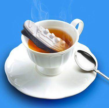 Заварник для чая TeatanicЧайные наборы<br>Заварник для чая Титаник (Teatanic)<br>Размер: 4 х 8 х 11.8 см.; Объем: None; Материал: Силикон; Цвет: Белый / Черный;