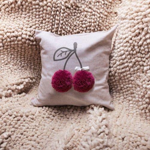 Подушка декоративная Вишенка с помпонами