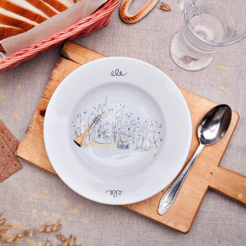 Тарелка глубокая Пляски Кролей, 20 смПодарки<br>Пляски Кролей на обеденной тарелке, приятного аппетита.<br>Размер: 20 см; Объем: None; Материал: Фарфор; Цвет: Белый;
