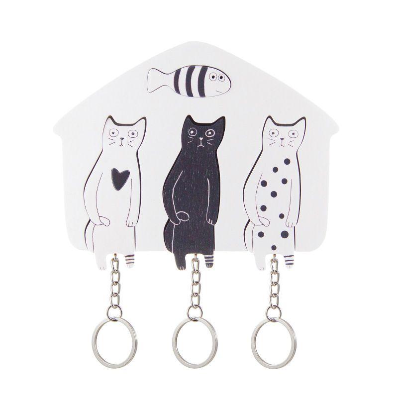 Ключница деревянная на три ключа Котики Black / WhiteИнтерьер<br>Черный кот, белая кошка на стильной авторской ключнице.<br>Размер: 12 х 9 см; Объем: None; Материал: Дерево, металл; Цвет: Белый / Черный;