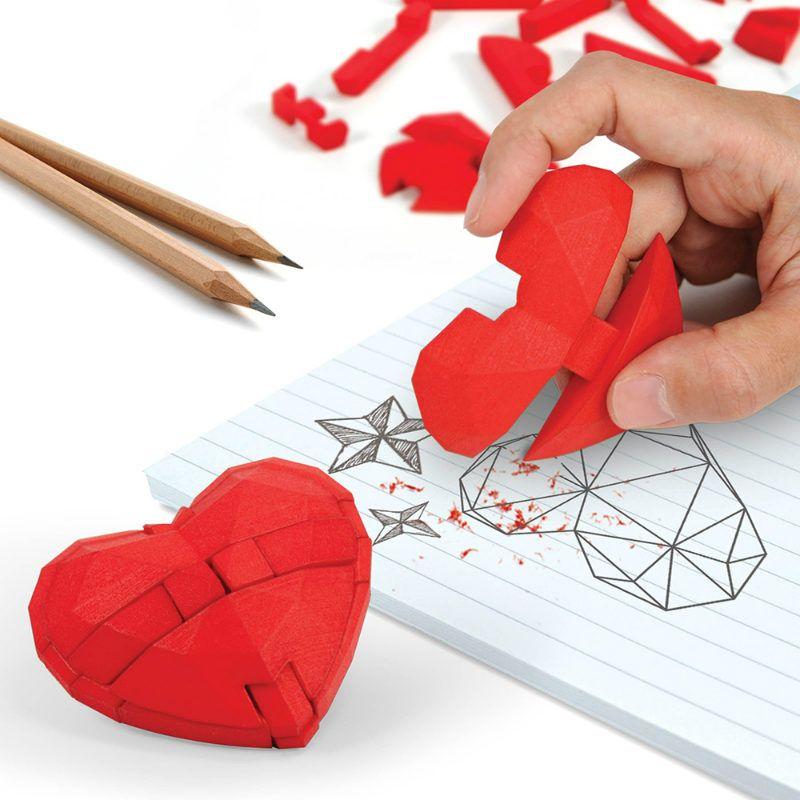 Пазл из ластиков HeartПодарки<br>Бросьте его к вашим письменным принадлежностям, и вам всегда будет, чем заняться, если станет скучно! Обязательно напомнит о том, кого вы любите.<br>Размер: None; Объем: None; Материал: Резина; Цвет: Красный;