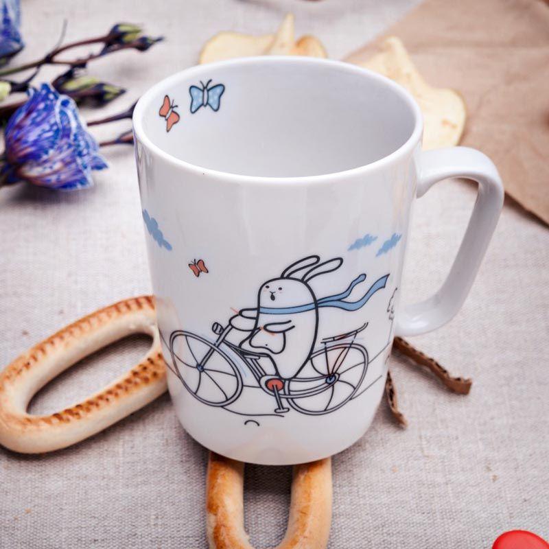 Кружка Кроль на велосипеде, Счастье в мелочах, 350 млПодарки<br>Кружка Кроль на велосипеде подарит вам немного счастья.<br>Размер: None; Объем: 350 мл; Материал: Фарфор; Цвет: Белый;