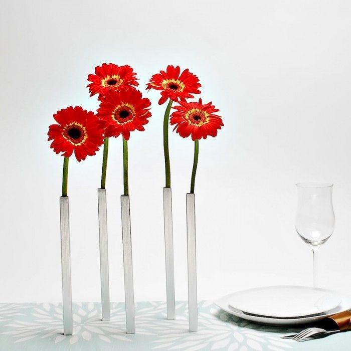 Набор магнитных ваз Magnetic Vase серебристыйПодарки<br>Набор магнитных ваз Magnetic Vase серебристый<br>Размер: 1.5 х 24 х 1.5 см; Объем: None; Материал: Алюминий, магнит; Цвет: Прозрачный / Серебряный блеск;
