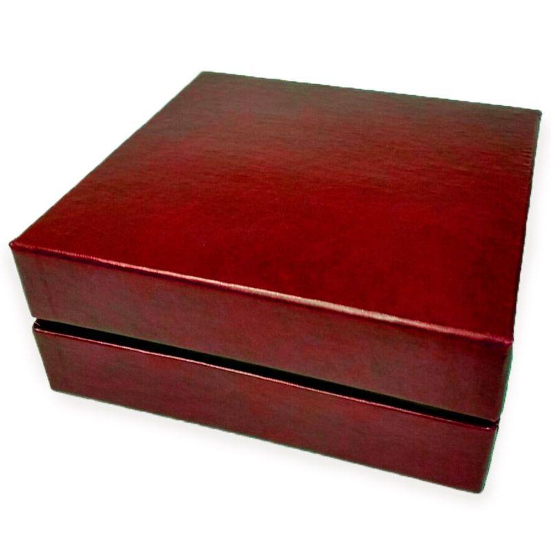 Коробка подарочная для двух бокалов Longdrink (бордовый)Упаковка<br>Коробка подарочная для двух бокалов с длинным продолжением.<br>Размер: 19 х 19 х 7,5 см; Объем: None; Материал: Картон, бумага, текстиль.; Цвет: Бордовый;