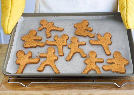 Форма для печенья Ninjabread Men от Fred &amp; FriendsВыпечка<br>Форма для печенья Ниндзя (NINJABREAD MEN)<br>Размер: 10.25 x 5 x 1 см.; Объем: None; Материал: Плотный пищевой пластик; Цвет: Серый;