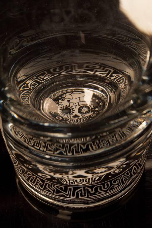 Светящийся бокал для виски GlasShine (Череп)Бокалы, стаканы и стопки<br>Если вы пират или любите ром, то стакан с подсветкой вам подойдет!<br>Размер: 150 мл; Объем: None; Материал: Стекло; Цвет: Прозрачный;