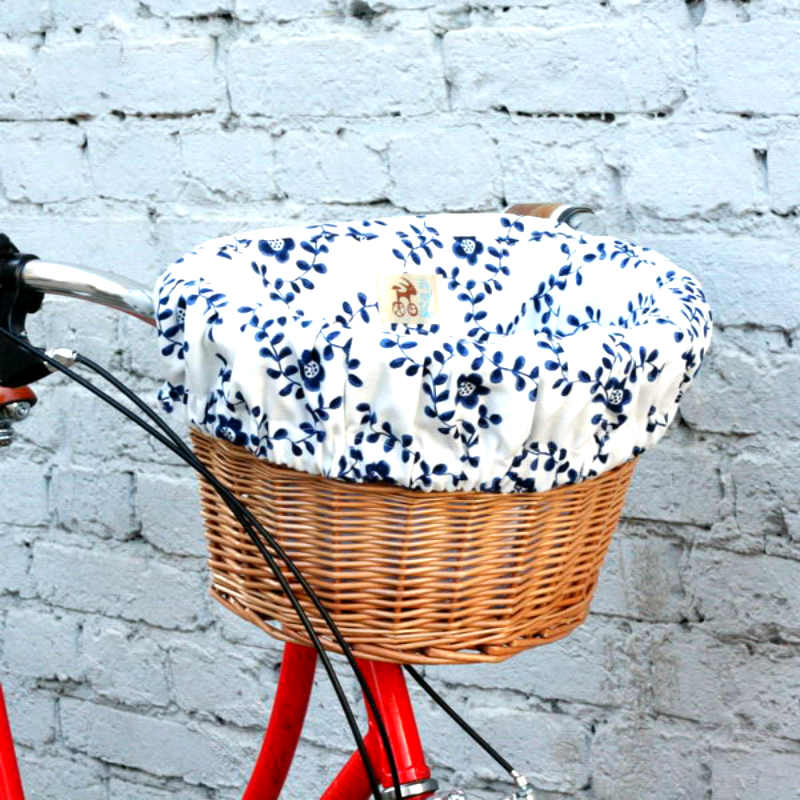 Корзина для велосипеда на руль Плетеная ГжельЖенщине<br>Выдерживает вплоть до 5 кг.<br> Размеры корзины: ширина 37 см, длина 24,5 см, глубина 28 см. Удобная и практичная.<br>Размер: 37 х 24.5 х 28 см; Объем: None; Материал: Ткань; Цвет: Белый / Голубой;
