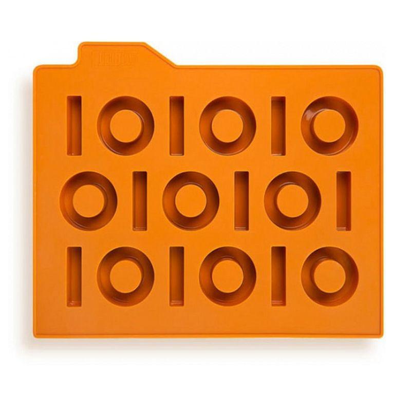 Форма для льда Бинариус, оранжеваяПодарки<br>Оранжевая форма для оранжевого коктейля. Бинариус в вашем бокале - изысканный подход к каждому коктейлю. Не думайте, что кто-то не поймет вашего остроумного подарка, просто дарите каждому.<br>Размер: 27,5 ? 19,4 ? 2 см; Объем: None; Материал: Силикон; Цвет: Оранжевый;