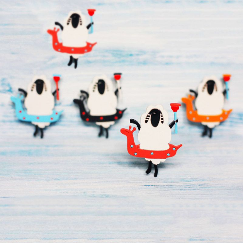 Брошь деревянная Овца с Вантузом голубаяХэндмейд подарки<br>Брошь деревянная c овцой повеселит любого дарителя.<br>Размер: 5 х 4,4 см; Объем: None; Материал: Дерево; Цвет: Голубой;