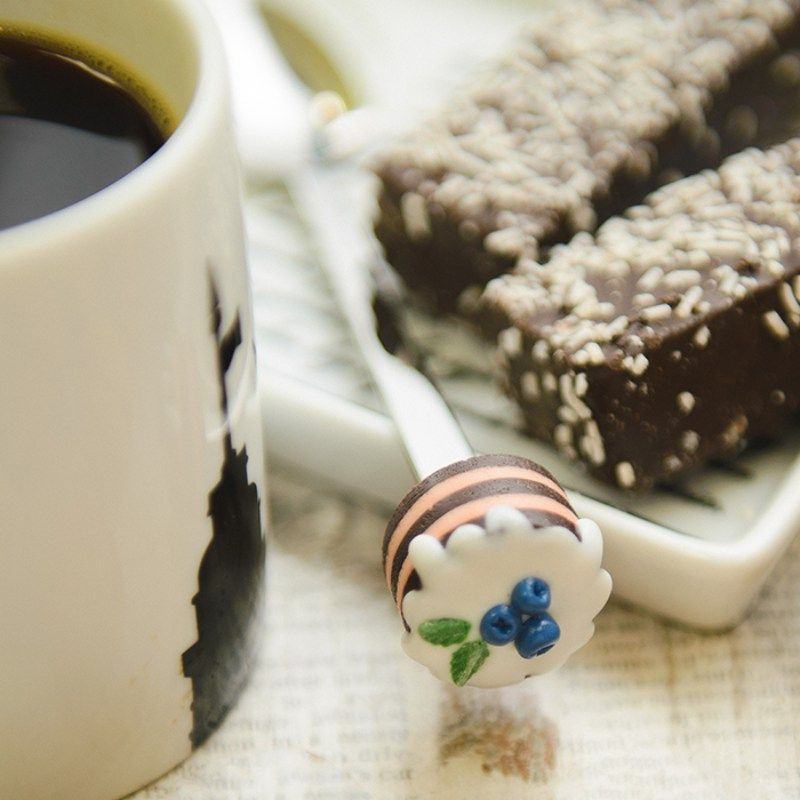 Вкусная ложка Bon Bon торт шоколадный ЧерничкаПодарки<br>Вкусная ложка Bon Bon торт шоколадный Черничка<br>Размер: 18.5 х 3 х 4.5 см; Объем: None; Материал: Металл; Цвет: None;
