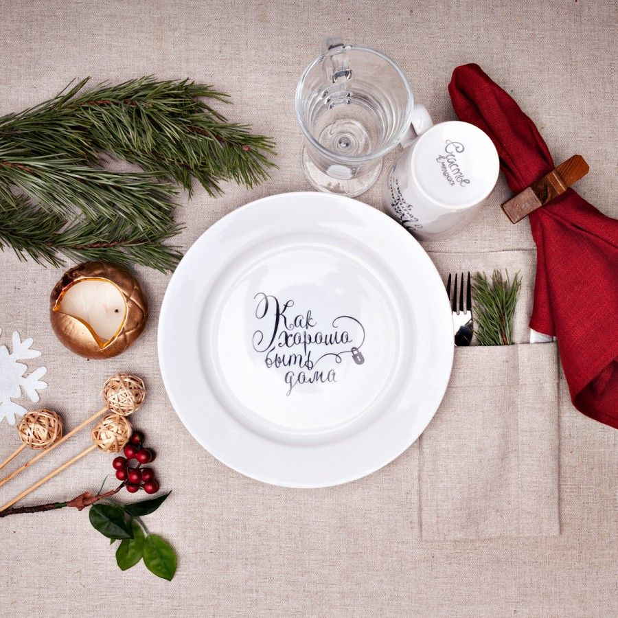 Сюжетная тарелка Как хорошо быть домаЖене<br>Сюжетная тарелка Как хорошо быть дома<br>Размер: None; Объем: None; Материал: Фарфор; Цвет: Белый;