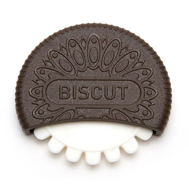 Нож для теста BiscutКухня<br>Нож для теста Biscut<br>Размер: 1.5 х 8 х 7.5 см; Объем: None; Материал: Пластик; Цвет: None;