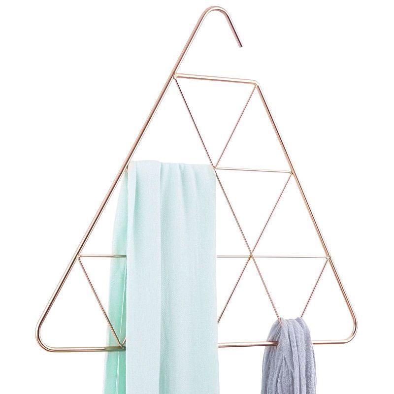 Органайзер для шарфов Pendant треугольныйГардероб<br>Органайзер для шарфов Pendant треугольный<br>Размер: 40.3 х 45.7 х 0.6 см.; Объем: None; Материал: Металл; Цвет: Никель;