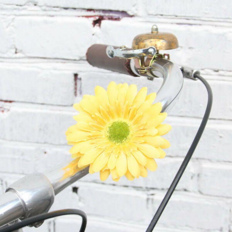 Украшение на руль велосипеда Цветок ЖелтыйПодарки<br>Вы любите весеннее настроение? Цветок на руль вам подойдет!<br>Размер: 10 см; Объем: None; Материал: Текстиль; Цвет: Желтый;