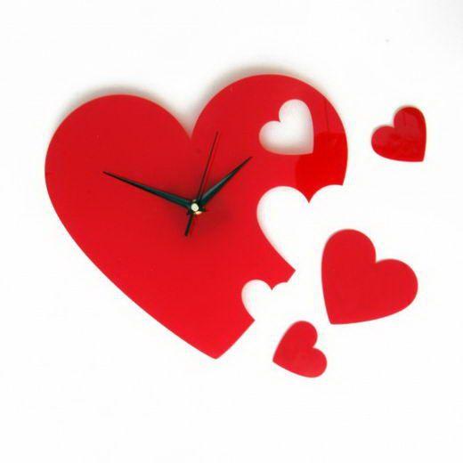 Часы СердечкиПодарки<br>Настенные часы - это практичная вещь для любой пары. Яркий дизайн только подчеркнет вкус обладателя, а время не будет незаметным.<br>Размер: 28 х 28 см; Объем: None; Материал: Дерево; Цвет: Красный;
