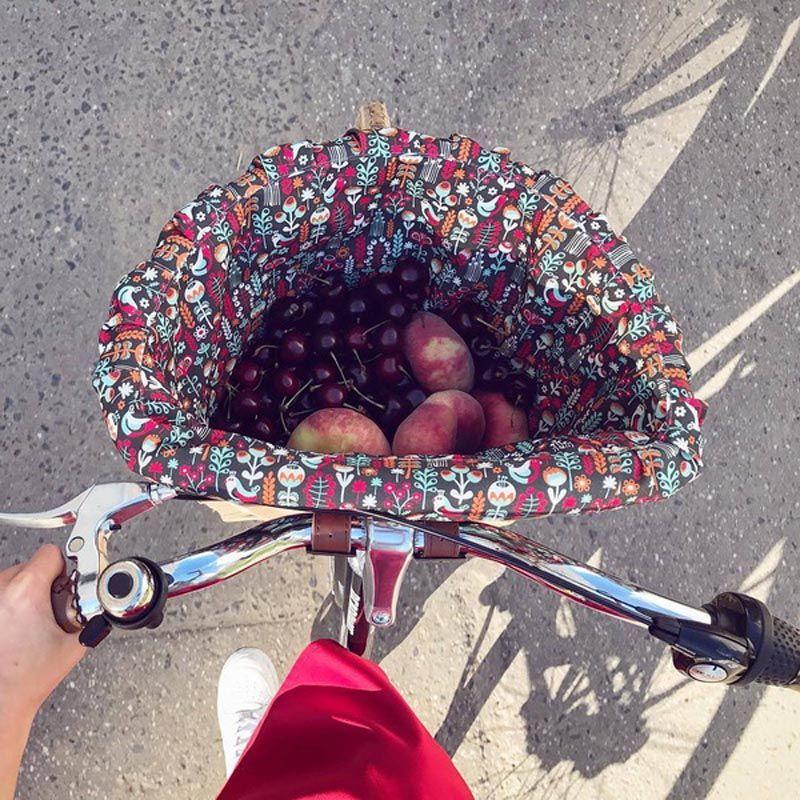 Плетеная корзина БеатрисДля велосипеда<br>Плетеная корзина для самых изысканных.<br>Размер: 37 х 24.5 х 28 см; Объем: None; Материал: Текстиль; Цвет: Черный / Красный;